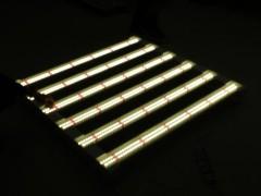 植物补光灯是由什么零件组成的?